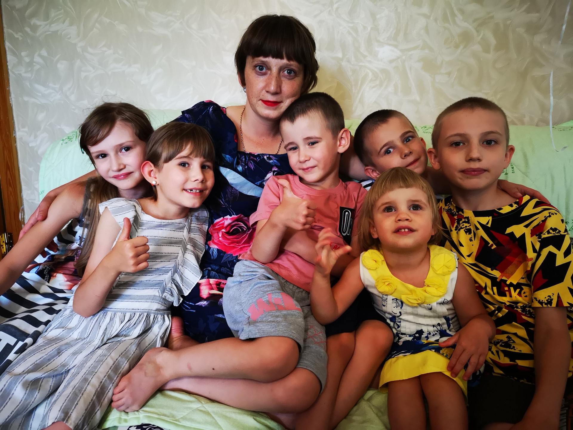 Ольга Крамная с приемными детьми