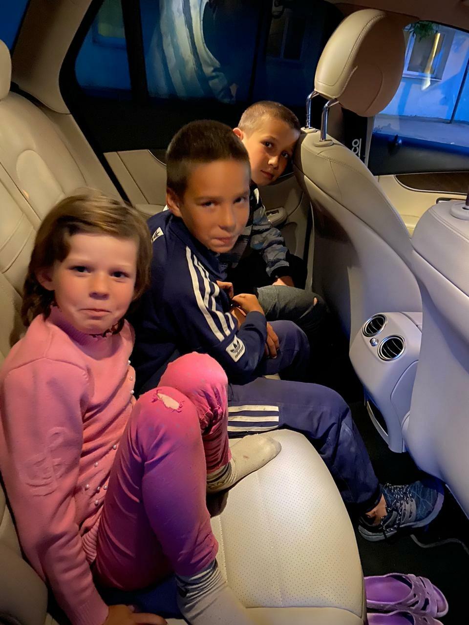 Карина, Денис и Кирилл впервые едут в дом приемных родителей Анны и Юрия