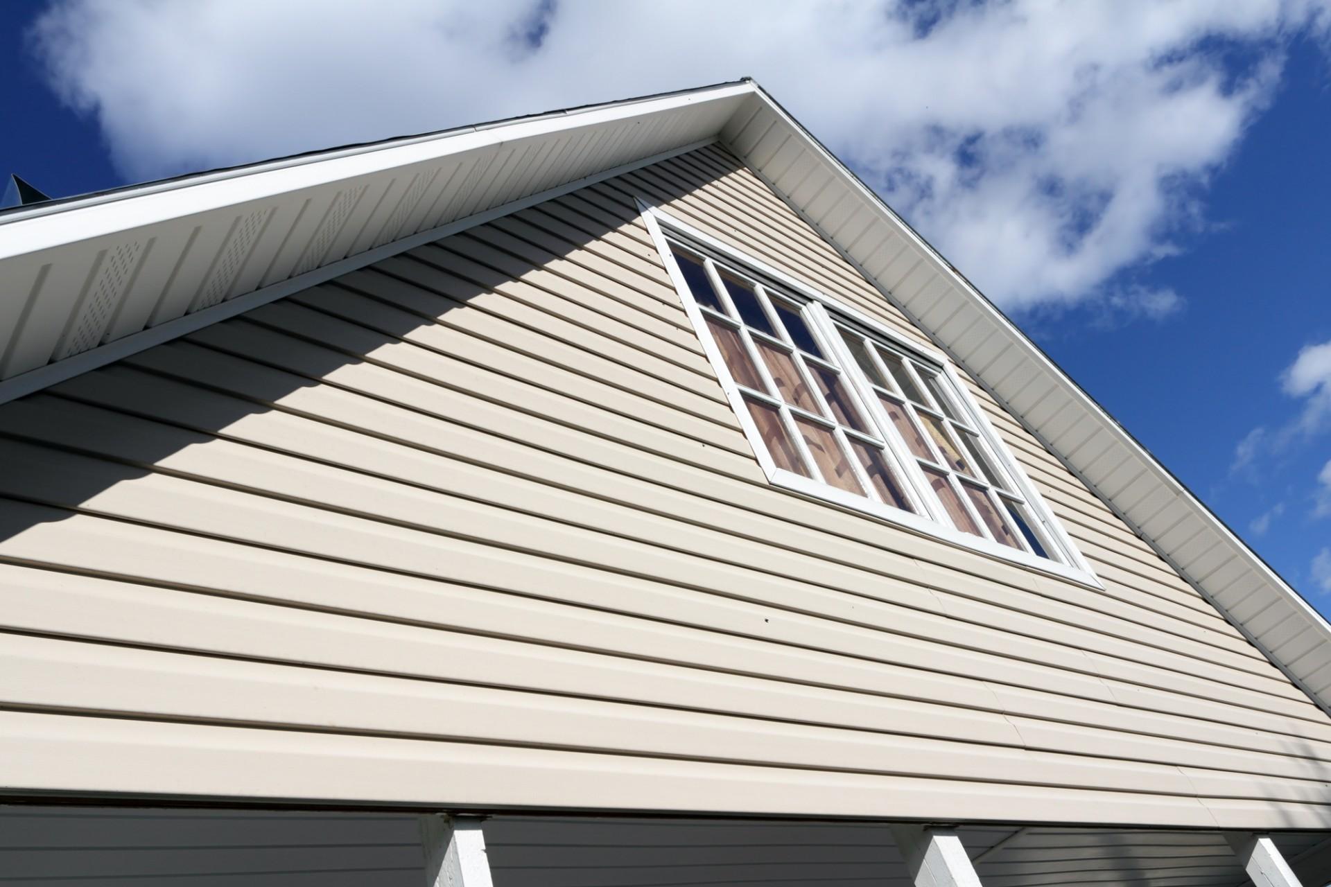 обшивка сайдингом фронтона крыши